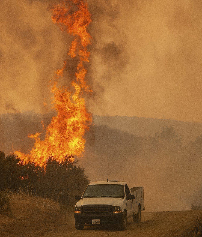 北加州林火熊熊燃燒。 美聯社
