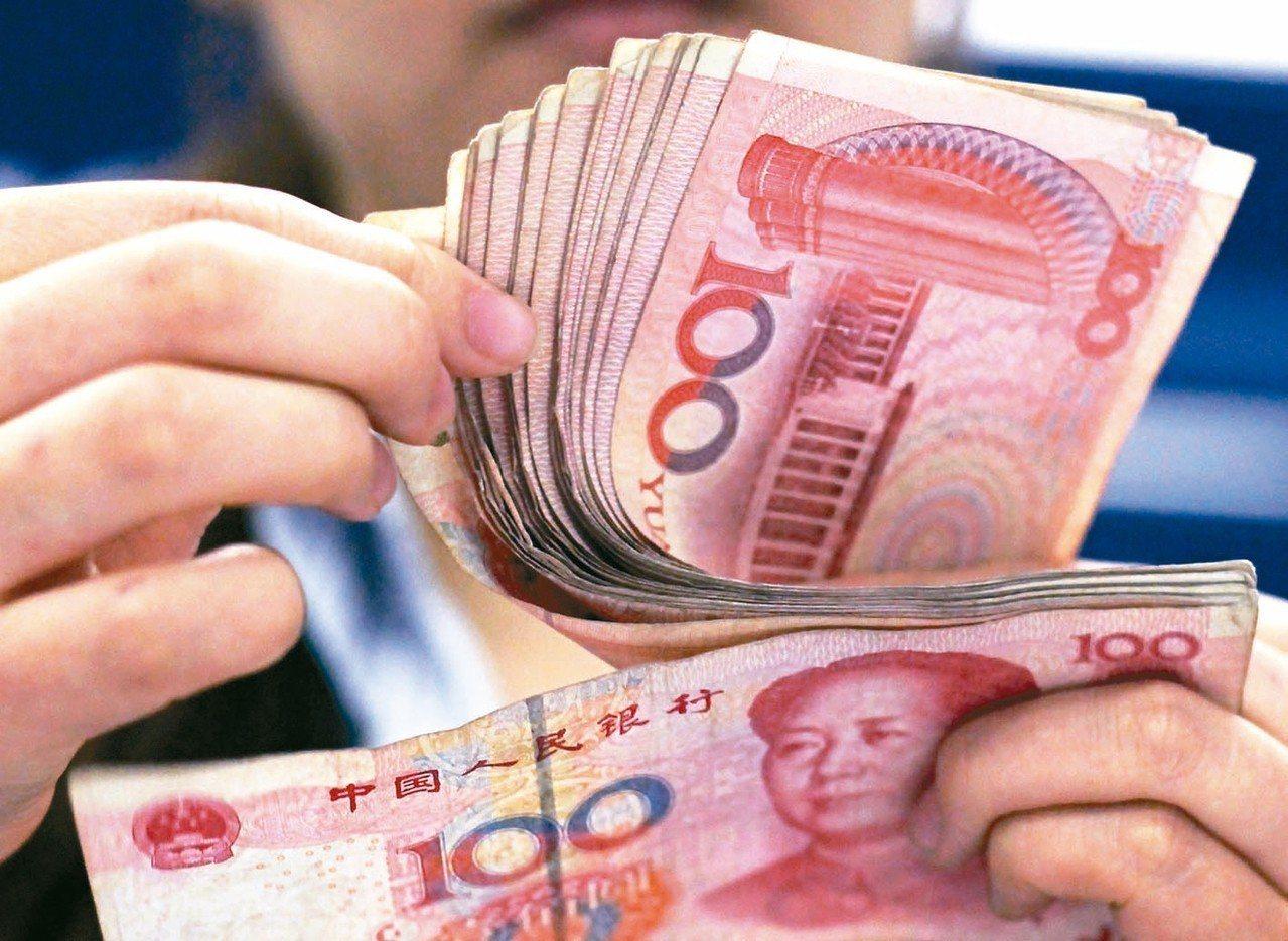 大陸人行昨天起上調外匯風險準備金率至百分之廿,帶動人民幣兌美元匯率走揚。 (美聯...