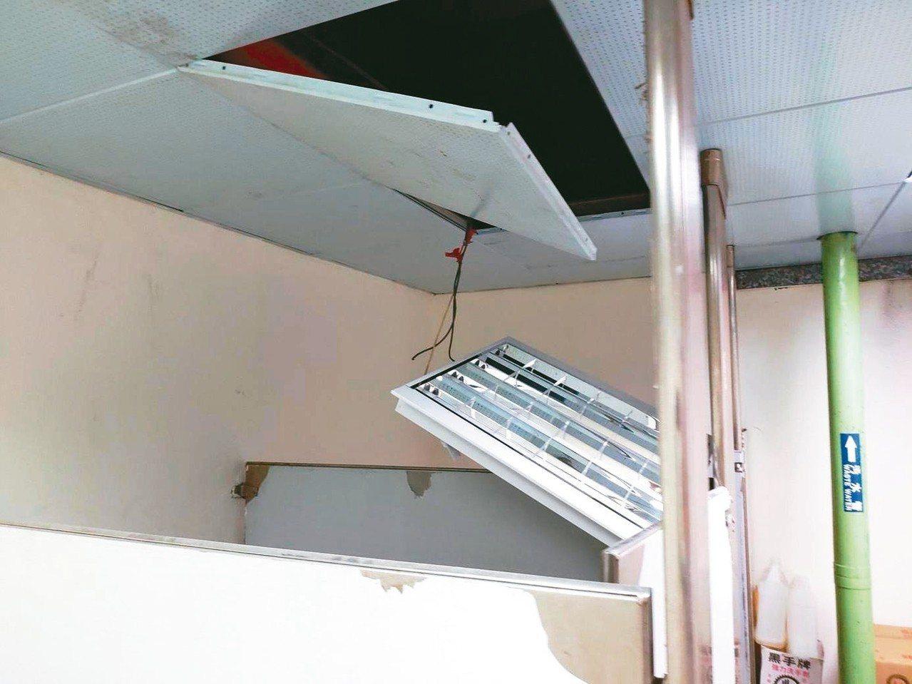 工人當時正在更換天花板燈管,發生電擊意外。 圖/新北市勞檢處提供