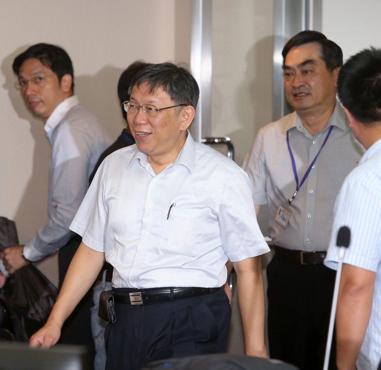 台北市長柯文哲上午到台北市議會民政委員會親民問政小組報告。記者曾吉松/攝影