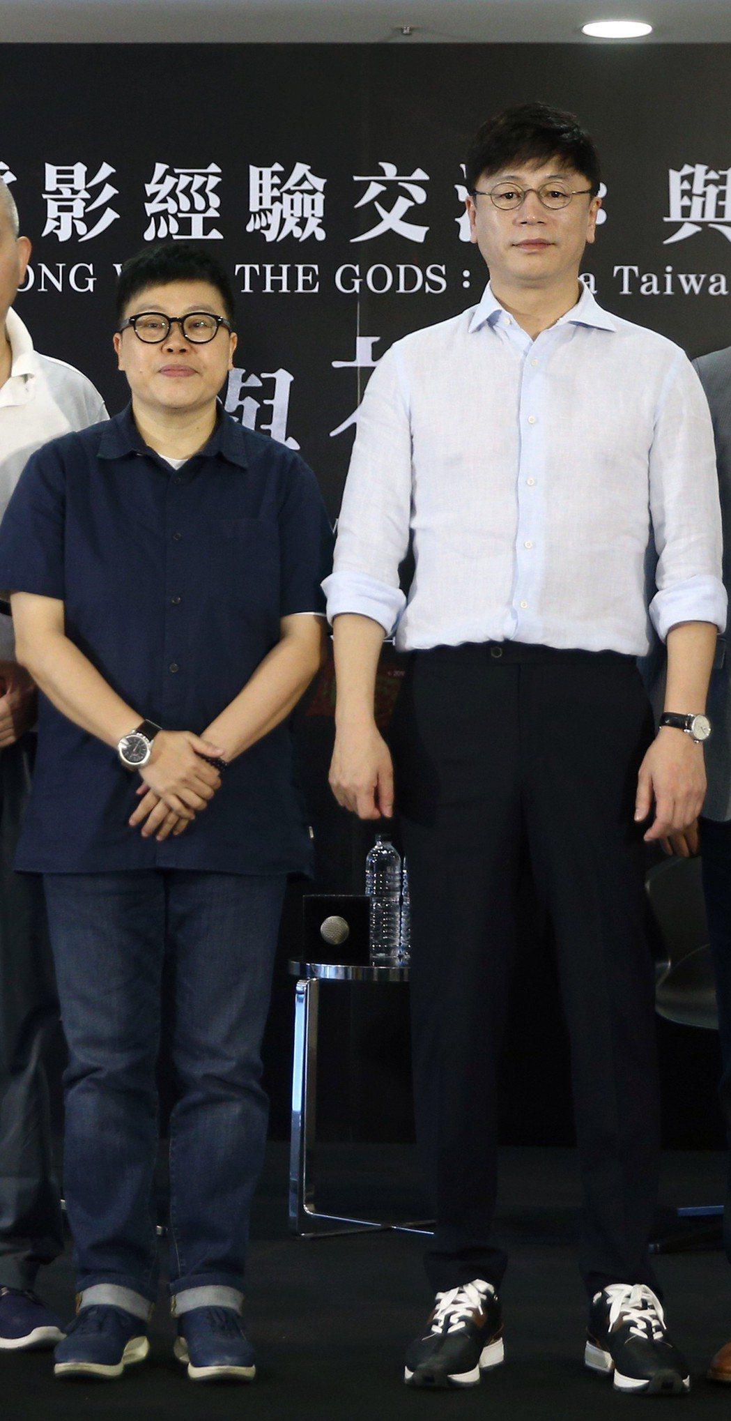 「與神同行」系列導演金容華(右)與台灣知名監製葉如芬(左)上午座談。記者蘇健忠/...