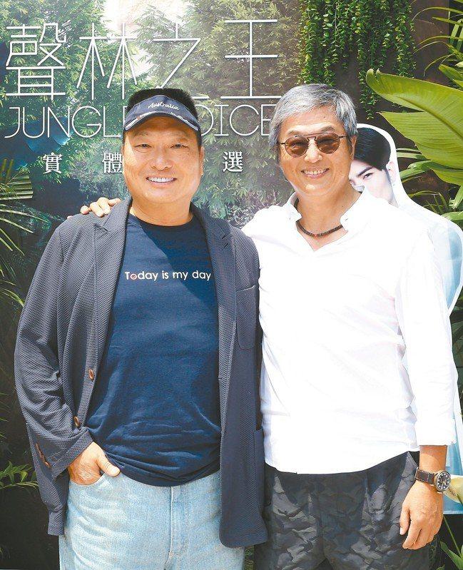 東森集團總裁王令麟(左)表示,下半年要加速保健等布局。右為資深製作人王偉忠。 記...