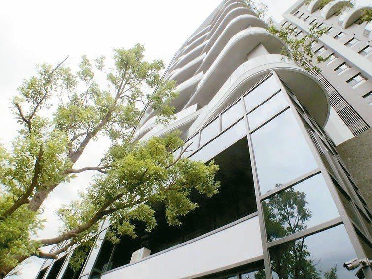 去年初完工交屋的「拾光」,是翁毓羚首次全程操盤的個案。 (網路照片)