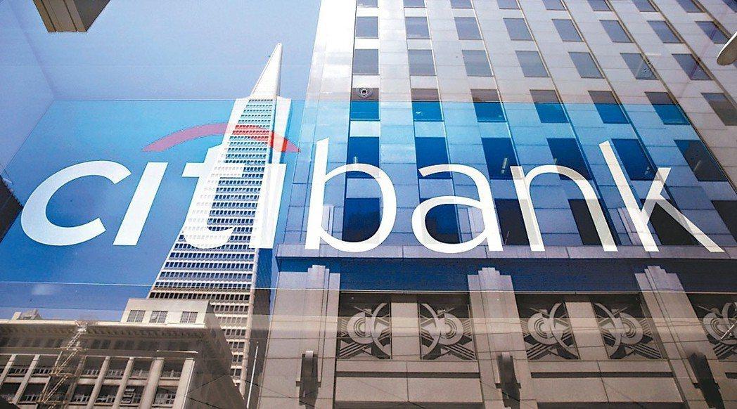 美國各大銀行由於第2季獲利強勁,並提高股利及庫藏股購回金額,正再度成為美股最具吸...