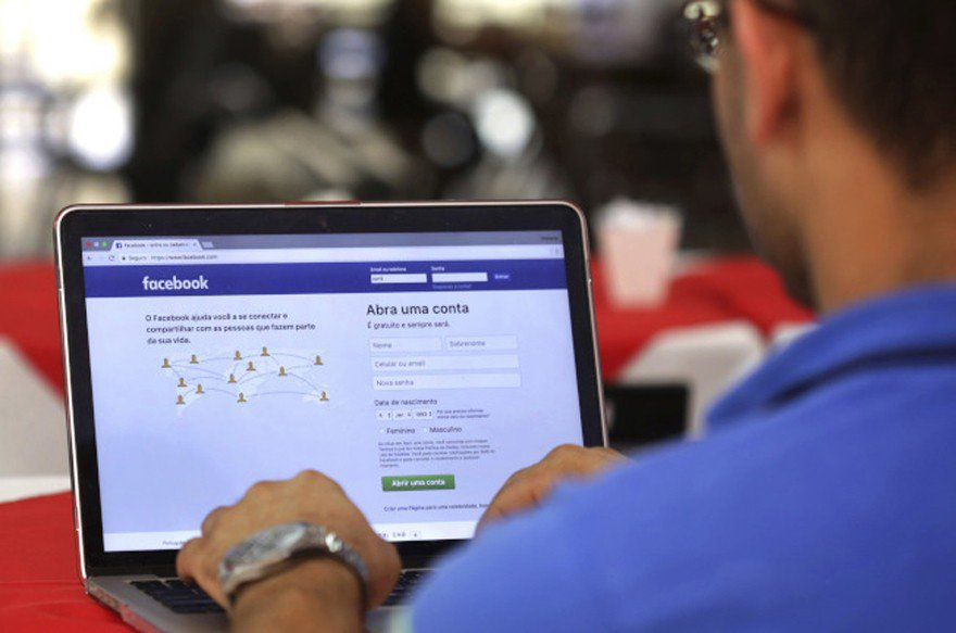 臉書傳與銀行業者洽談納入消費數據在平台上。(美聯社)