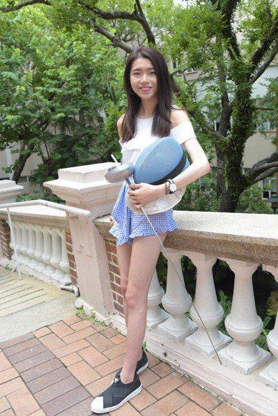香港明報報導,曾在15歲奪得亞洲青少年劍擊錦標賽重劍金牌的張曉晴,就讀瑪利諾修院...