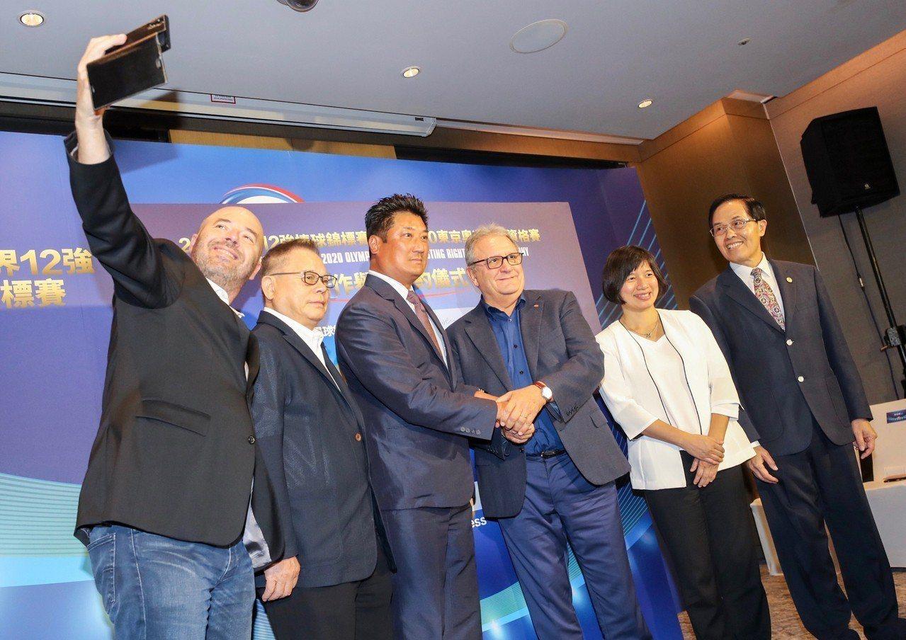 2019世界12強棒球錦標賽暨2020東京奧運棒球資格賽7日在台北舉行合作簽約儀...