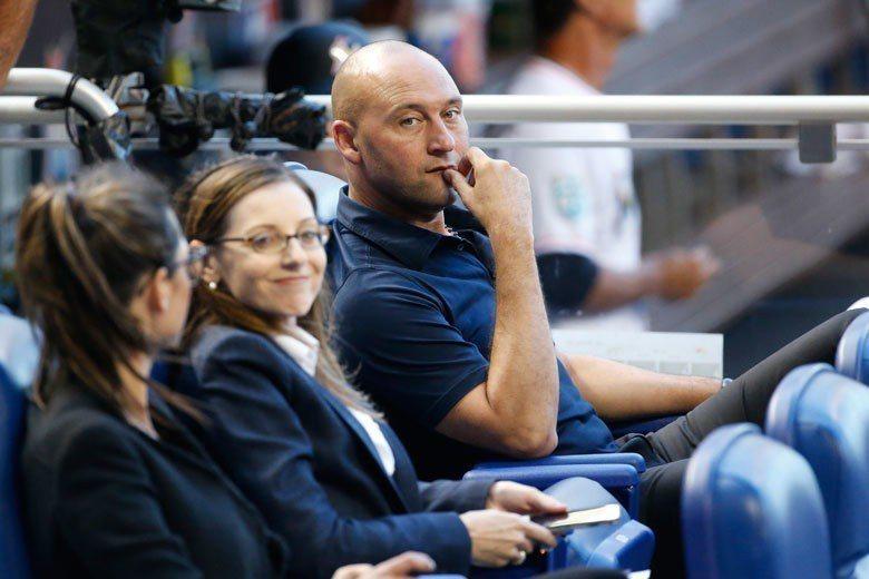 馬林魚CEO基特(右)今天在場邊看球,應該會對陳偉殷的表現感到滿意。 美聯社