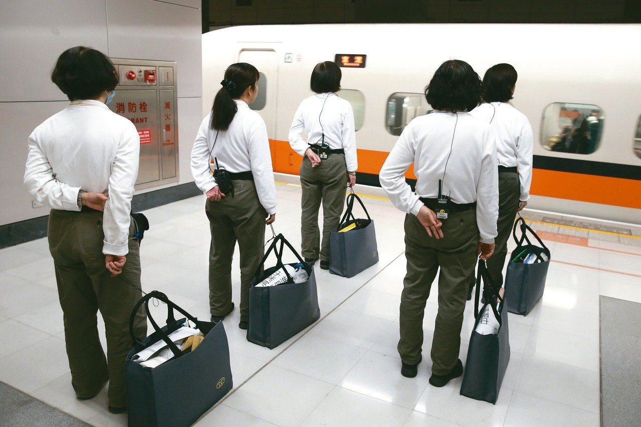 女網友在高鐵上發現清潔人員是自己的同學。示意圖,非新聞當事者。聯合報系資料庫