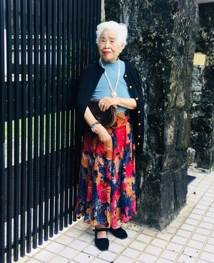 「聖母家屋」100歲的玉華奶奶最近將過生日,基金會同仁將她打扮成「時尚老人」。圖...