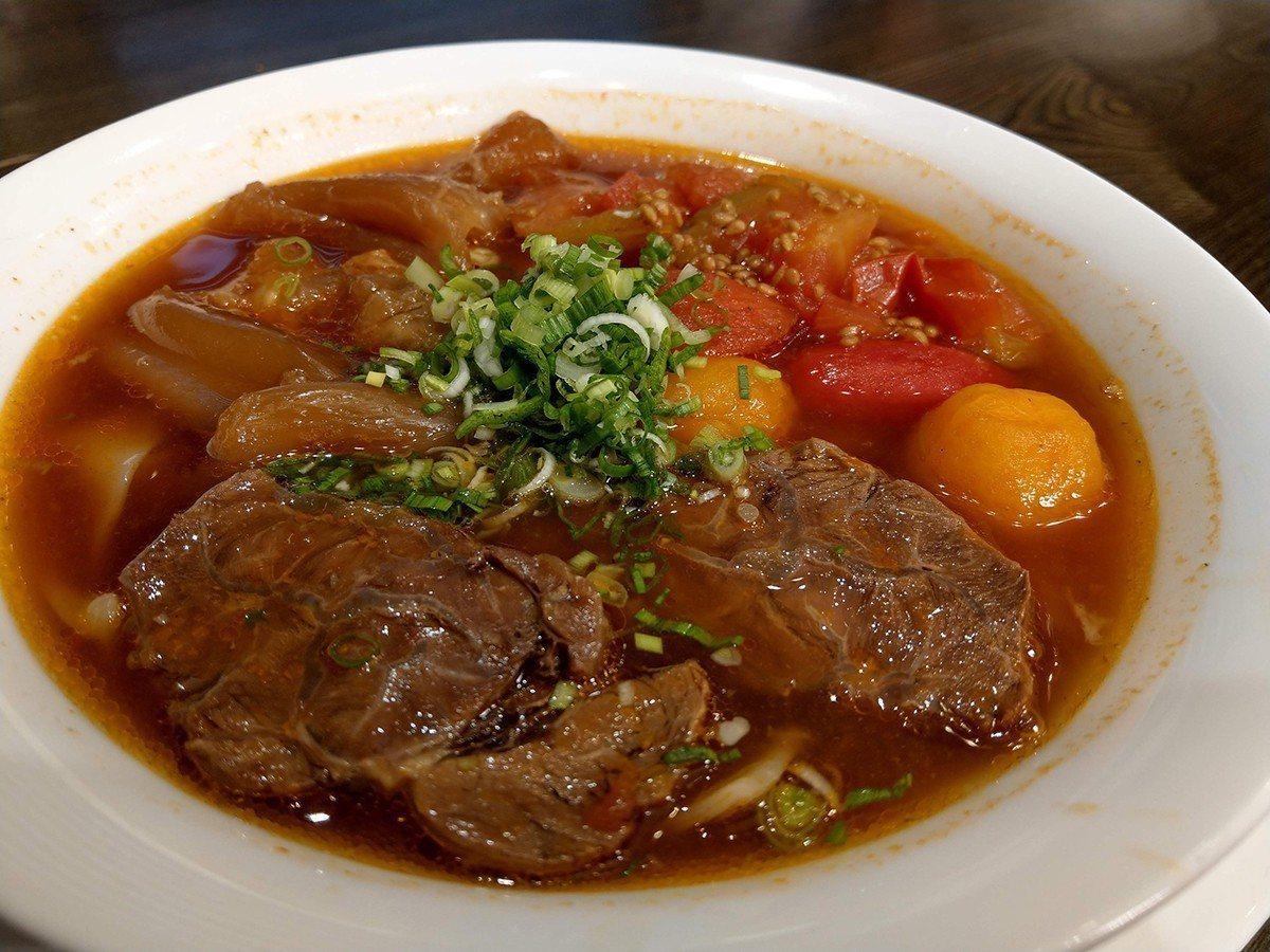 天下三絕麵食館的番茄牛肉湯麵。圖/各業者提供