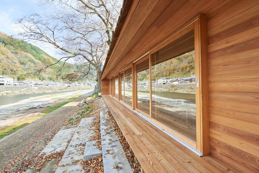 Airbnb的做法,不是另外找出「觀光」的賣點,而是把日常生活文化氛圍轉換置入「...