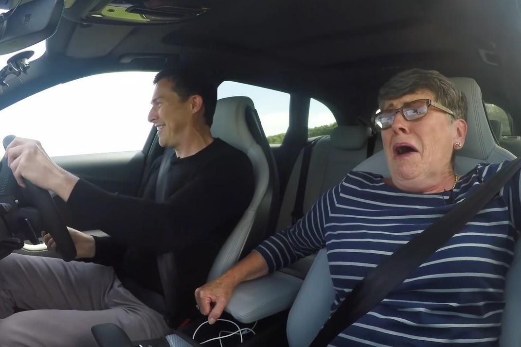 影/帶著已經70歲的媽媽 一起開Audi RS4狂飆吧!