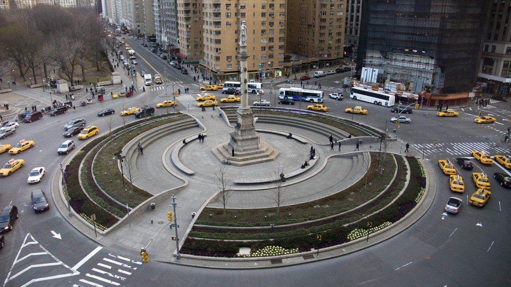 圓環式路口是歐美常見的路口設計,過去日本在明治維新之後,也參照設置了許多圓環。圖...