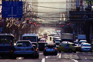 絕命紅綠燈:死傷萬人的日本「交通戰爭」