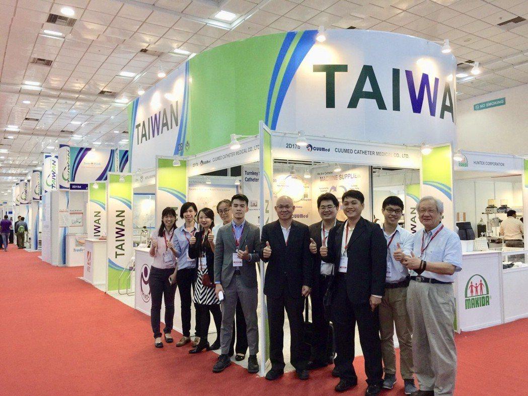 金屬中心率領國內醫材廠商,以台灣精品國家形象館參與2018印度清奈國際醫療展。 ...