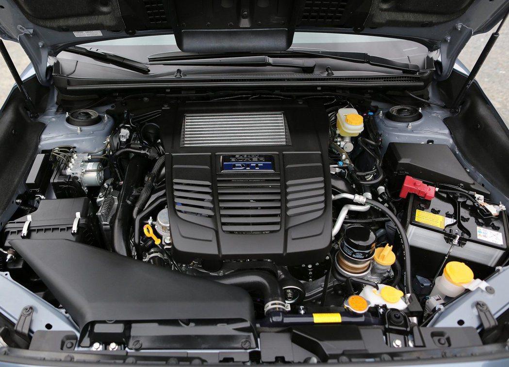 2.0T 4缸水平對臥引擎有低重心,操控佳的優勢。 摘自Subaru