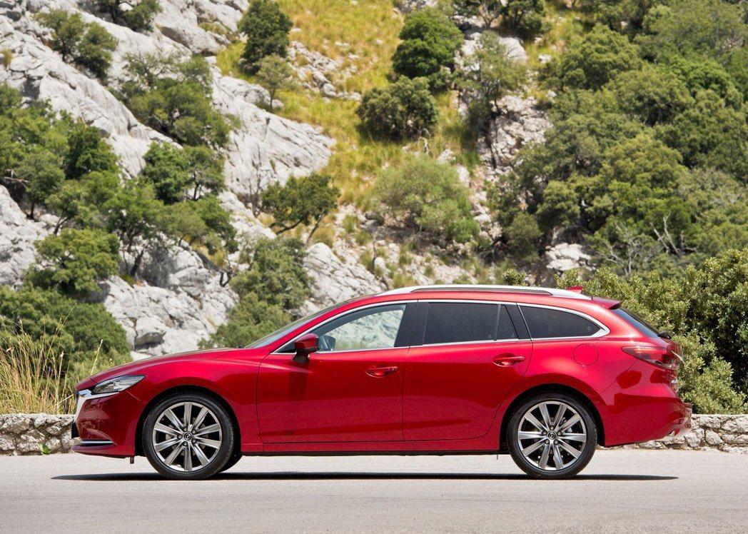 「KODO」魂動的設計使得Mazda6 Wagon的車身拉長許多。 摘自Mazda