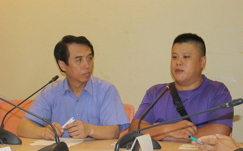 陳學聖(左)認為,政府必須研擬修法建立「靠行」制度,才能從根本解決問題。 台灣醒...