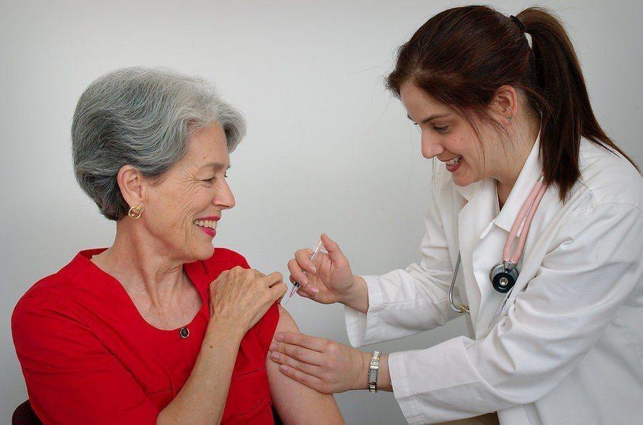 美國聖路易斯華盛頓大學的研究團隊發現,女醫師治療女性心臟病患的存活率較高。(ph...