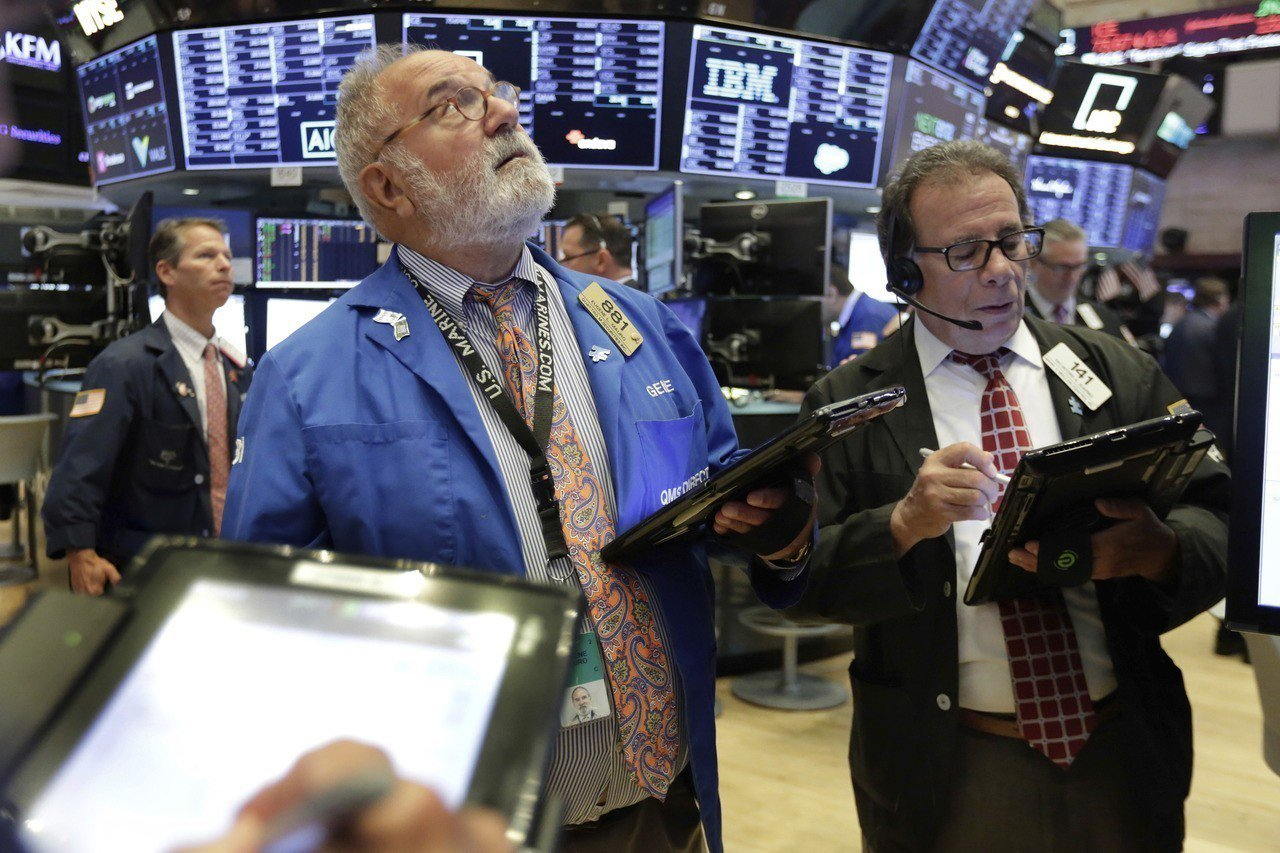 波克夏公司財報強勁提振金融股,美股連漲三天。 美聯社
