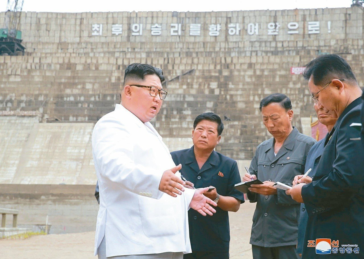 聯合國安理會6日通過支持一項美國的提案,旨在消除因制裁措施而對北韓人道救援造成的...