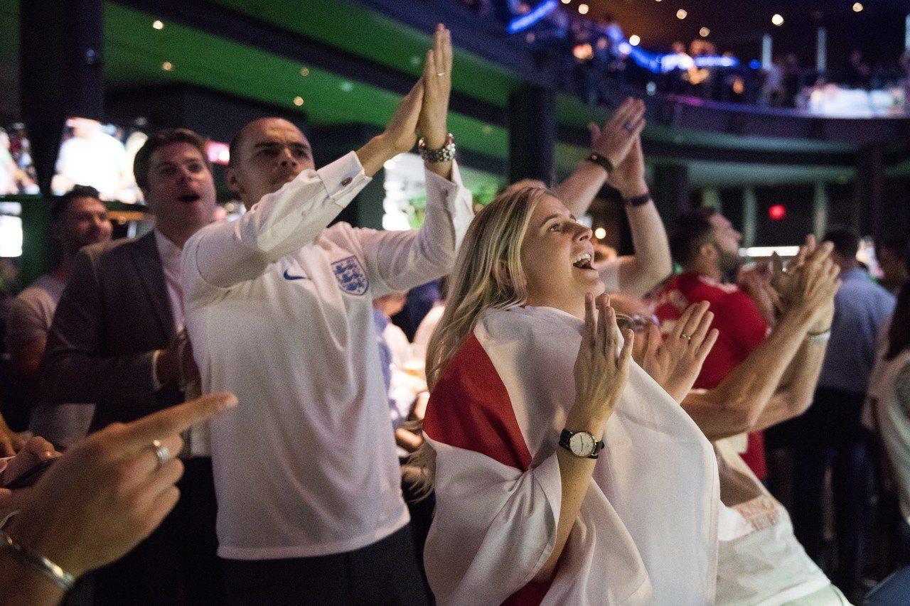 英格蘭闖進世界盃四強賽,提振英國7月零售銷售。 美聯社