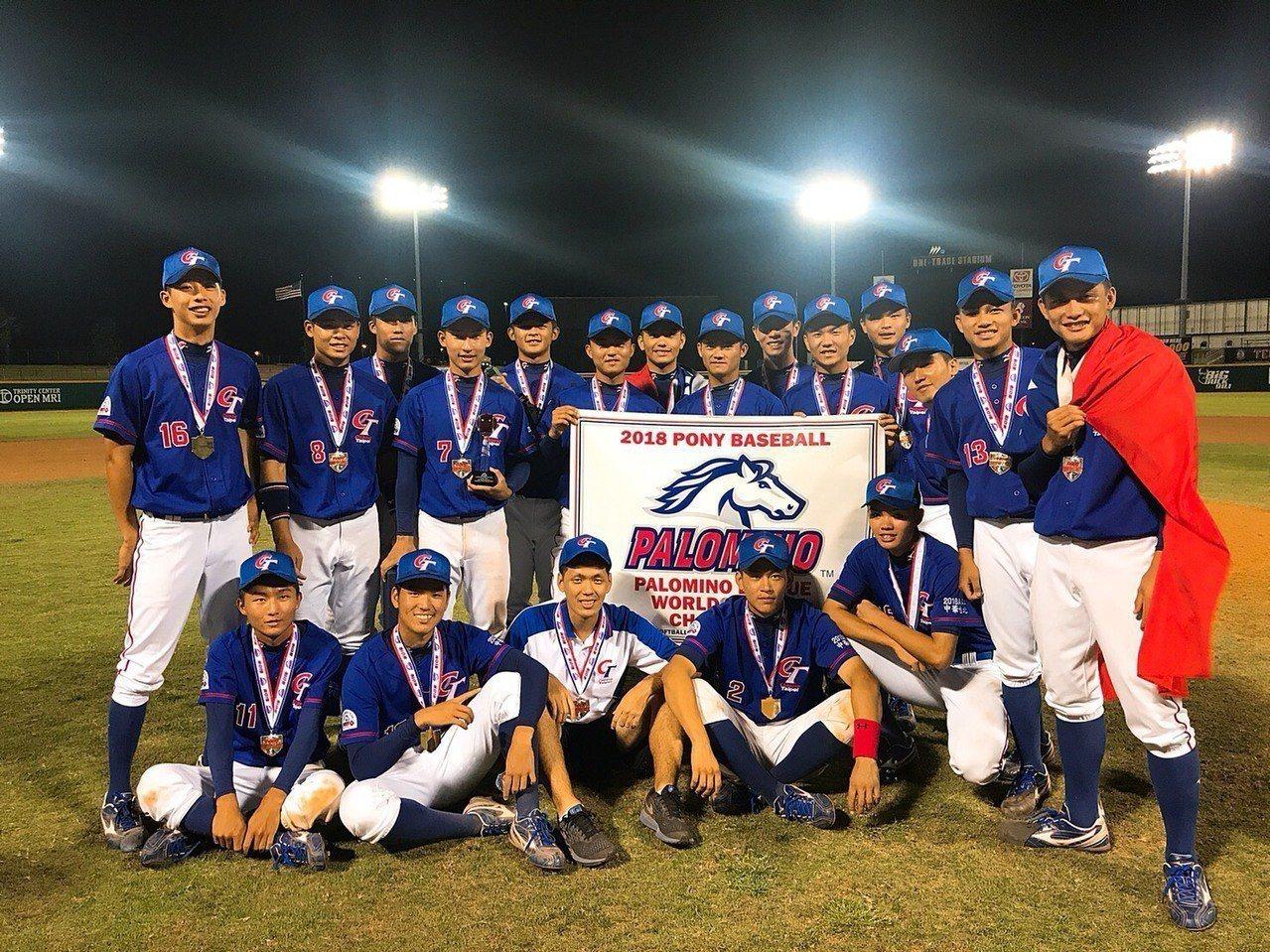 由平鎮高中組成的中華隊贏得小馬聯盟青棒冠軍。圖∕中華棒協提供
