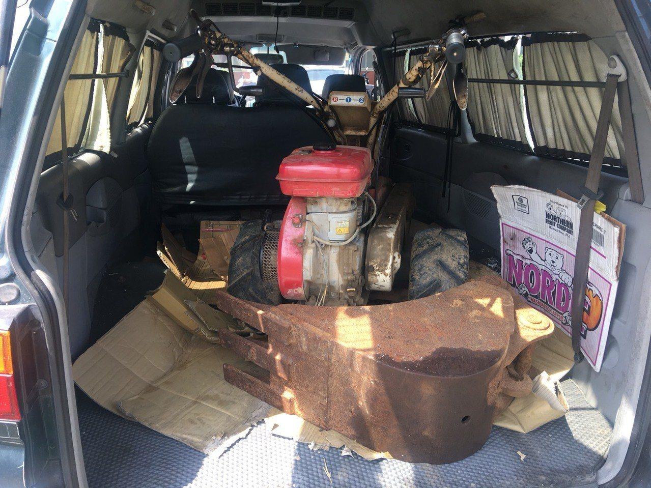 兩人7日中午開贓車載運竊來的農機具行經新竹市區,不料董男吸毒後太累,邊開車邊打瞌...