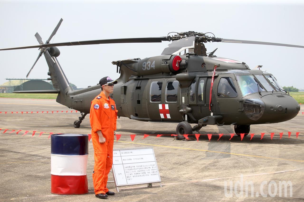 UH-60M黑鷹直升機(圖)預計明年底將全面取代空軍救護隊的S-70C。記者余承...
