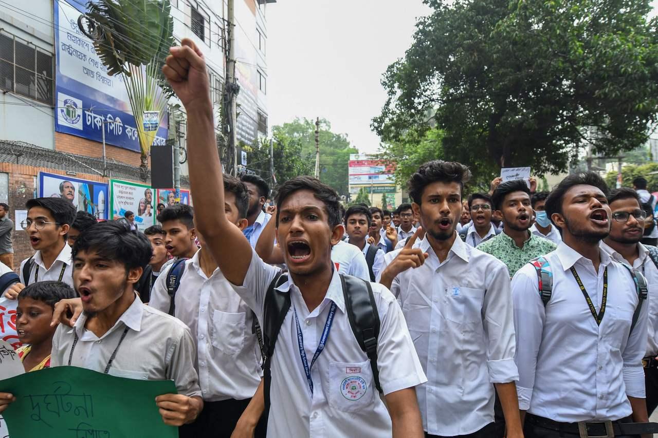 為了抗議政府漠視用路人安全,孟加拉學生在首都發起示威活動,癱瘓市內交通超過1周。...