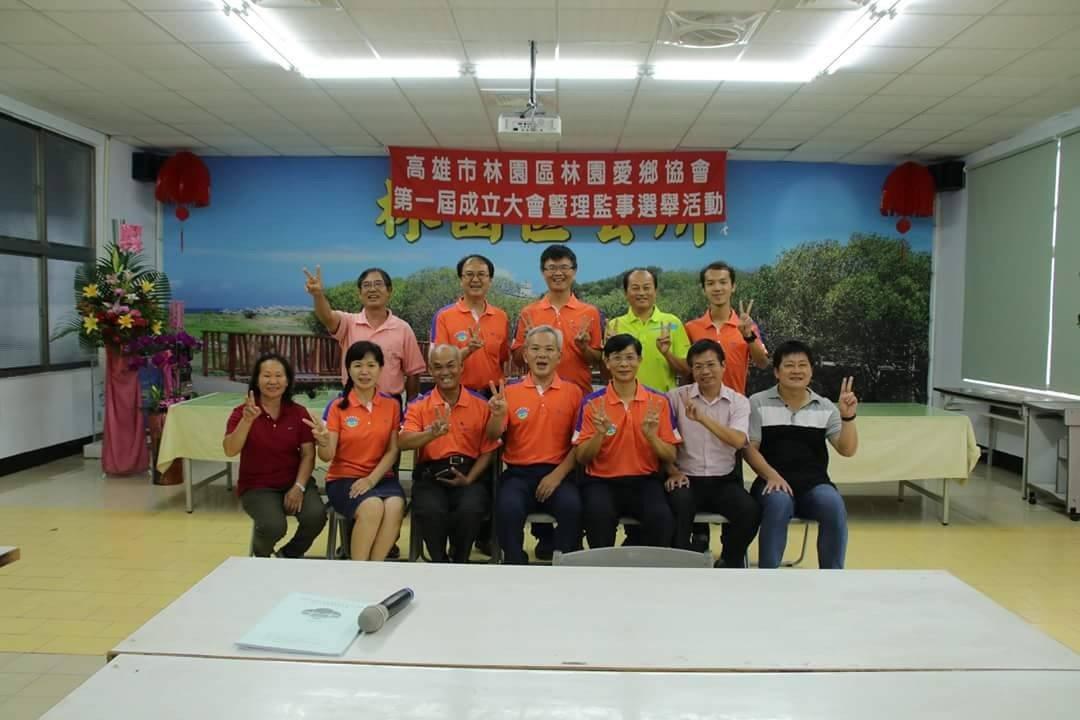 青年林佑勳與社區夥伴成立「林園愛鄉協會」,為改變地方努力。圖/教育部提供
