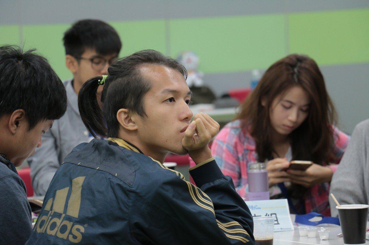 青年林佑勳參加青年署社區行動培訓營南區場次,學習地方創生的實踐能力。圖/教育部提...