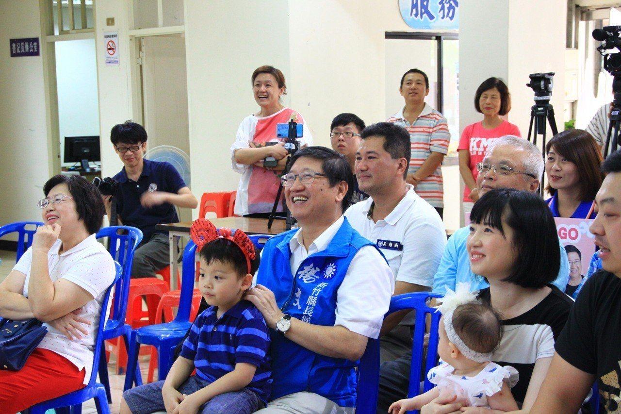 楊文科說,希望透過產經專才,可以幫助大家營造有前景的就業市場,讓爸爸們不必眉頭深...