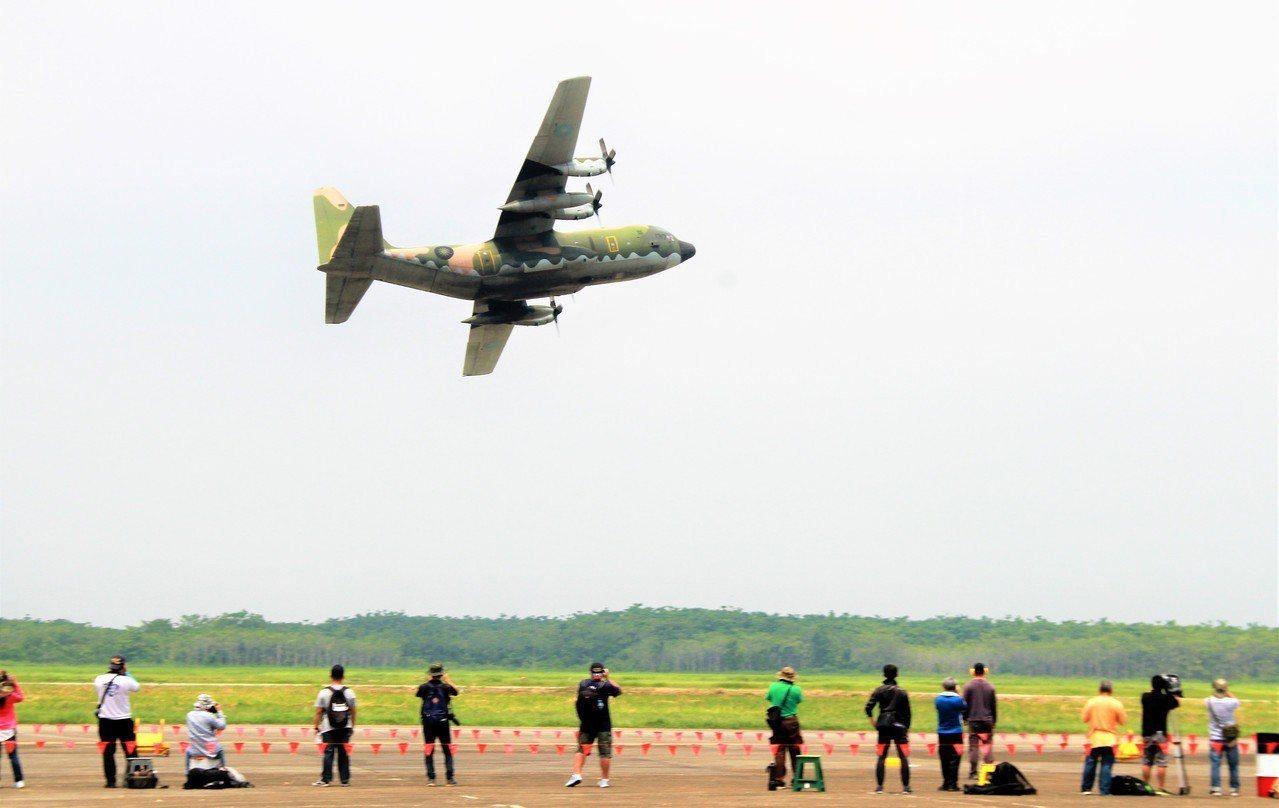 C130H運輸機性能展示表演。記者卜敏正/攝影