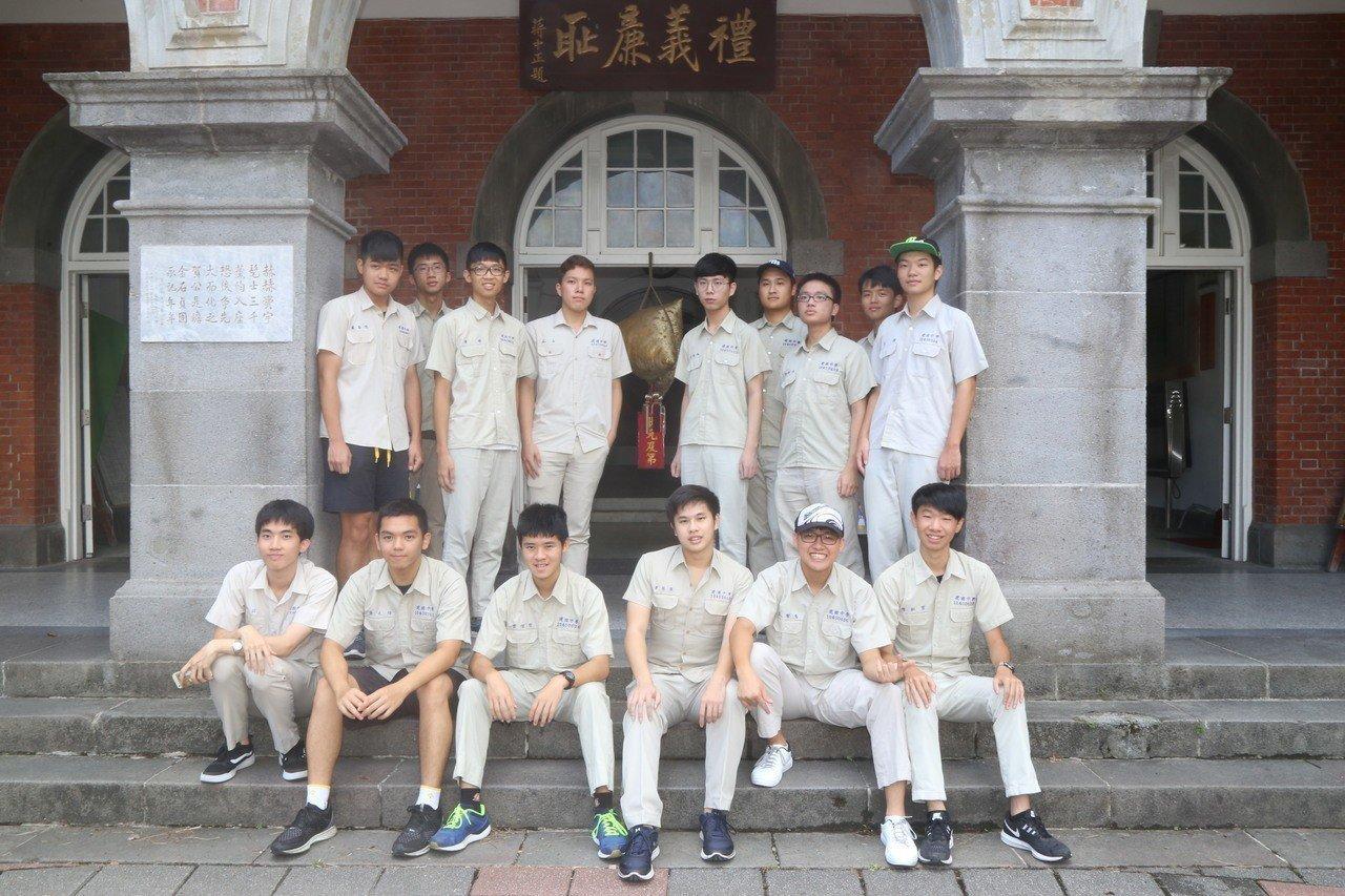台北市建國中學今年考生人數略減63人,但考上台大的學生不減反增。記者魏莨伊/攝影