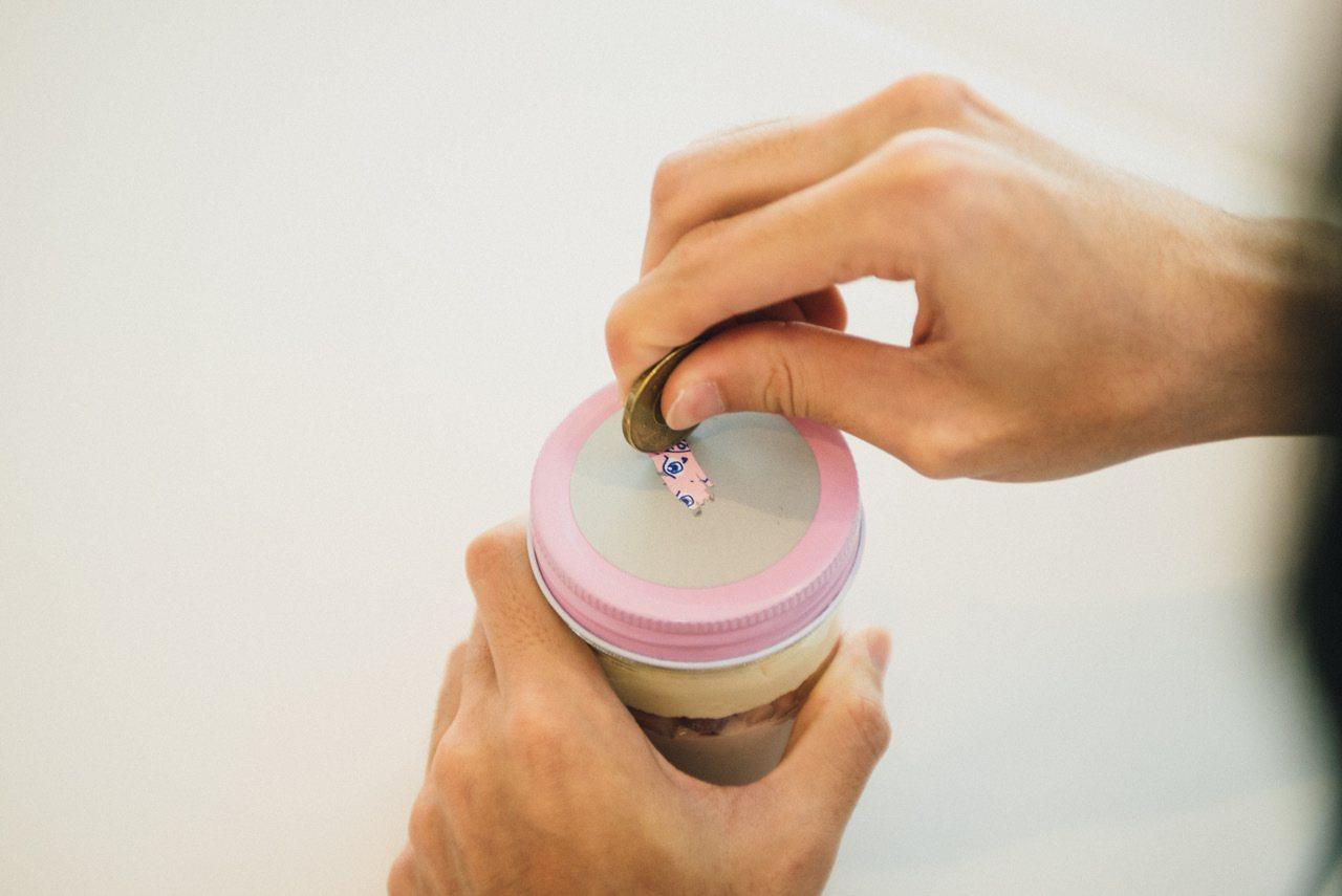 粉壞甜心瓶就是刮刮樂結合罐子蛋糕,每罐170元,可刮出Zzifan_z繪製的女主...