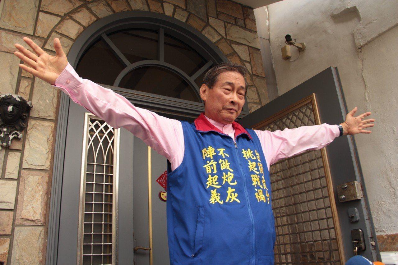 統促黨總裁張安樂住處今被檢調單位搜索,他表示自己坦蕩蕩。記者陳俊智/攝影