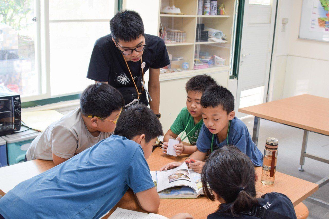 台北商業大學炬光社成立40年。圖/北商提供