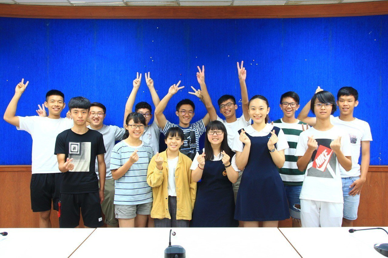 新竹縣竹北高中這次分發錄取國立大學共計127人,佔錄取總人數56%,其中台清交成...