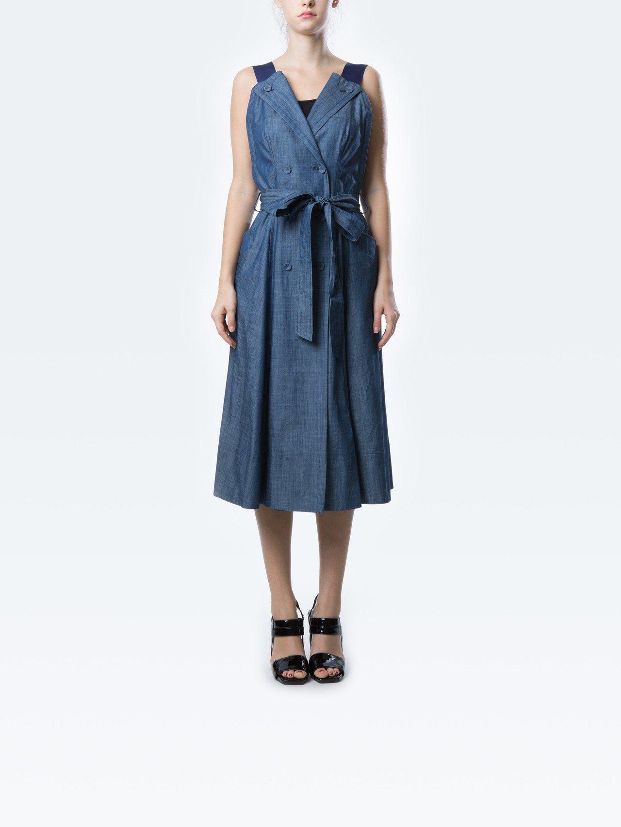 MARYLING雙排釦丹寧吊帶洋裝,價格店洽。圖/MARYLING提供