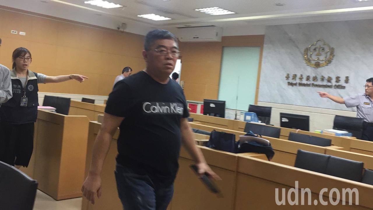 昱陞營運長林聰明傍晚移送複訊。記者賴佩璇/攝影