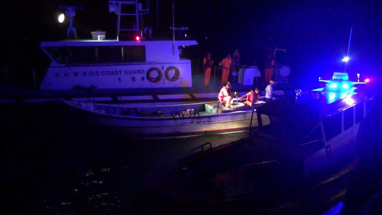 最近大陸禁漁期,有陸籍漁船越界捕漁,遭金門海岸巡隊逮個正著。圖/金門海岸巡提供