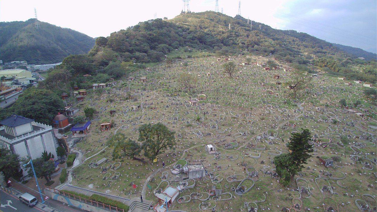 新北市府欲增設第二生命紀念館,要將該公墓區地目變更為殯葬區。圖/新北民政局提供