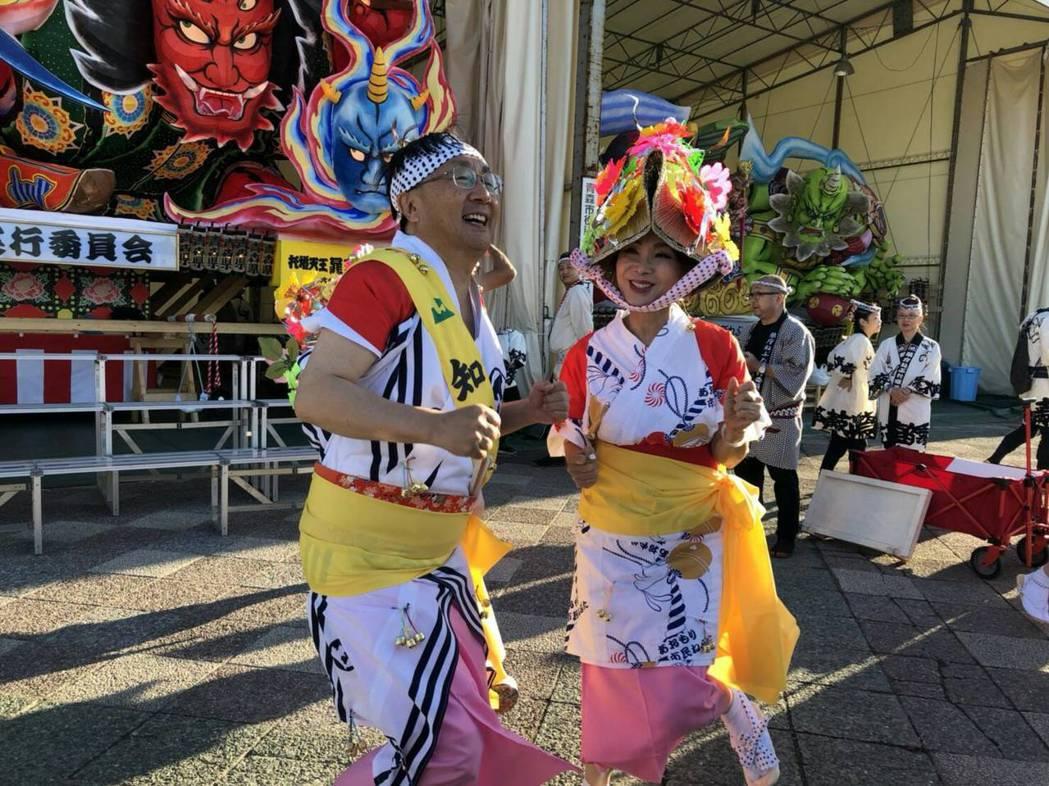 陳美鳳(右)到日本為節目出外景。圖/民視提供