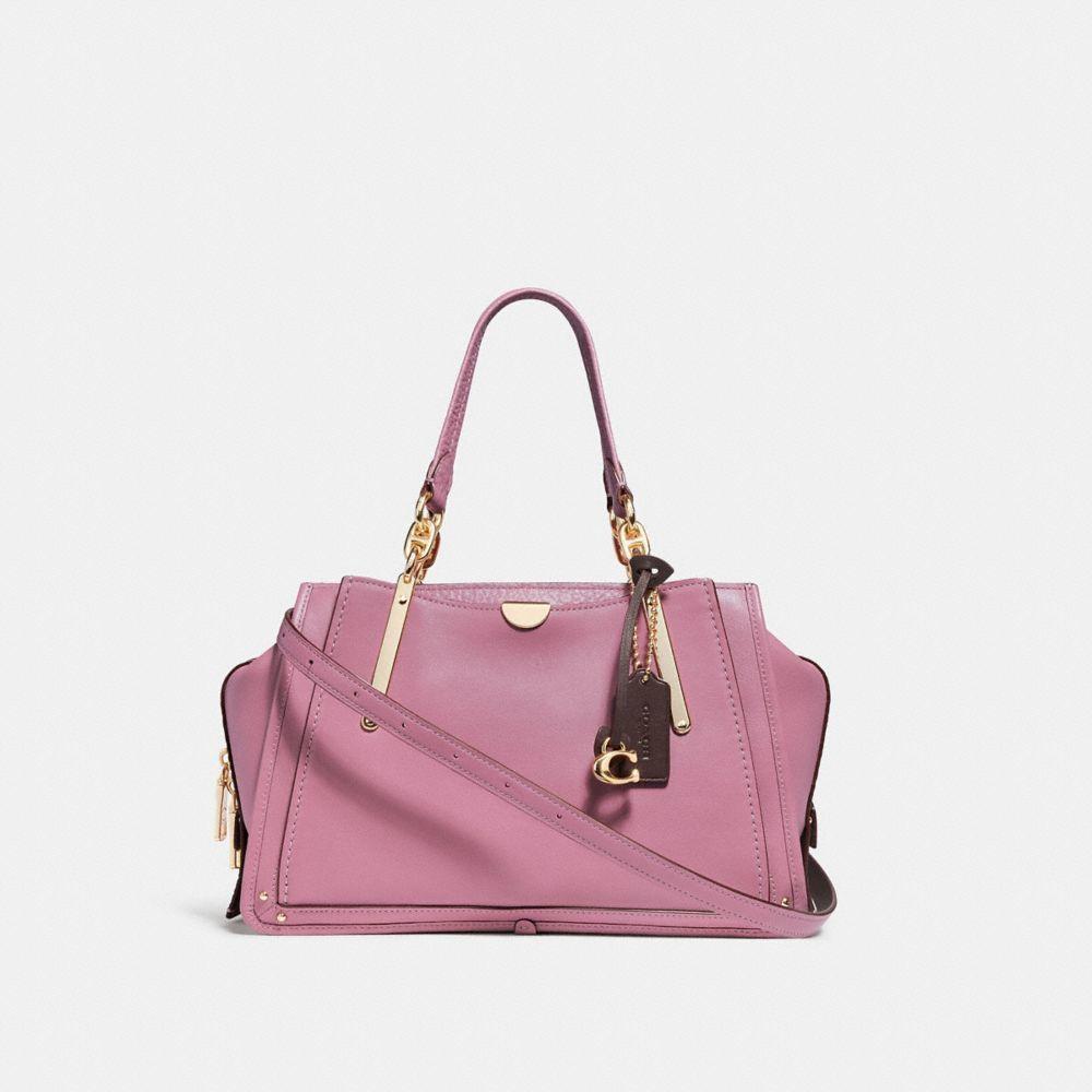 粉色Dreamer手袋,售價23,800元。圖/COACH提供
