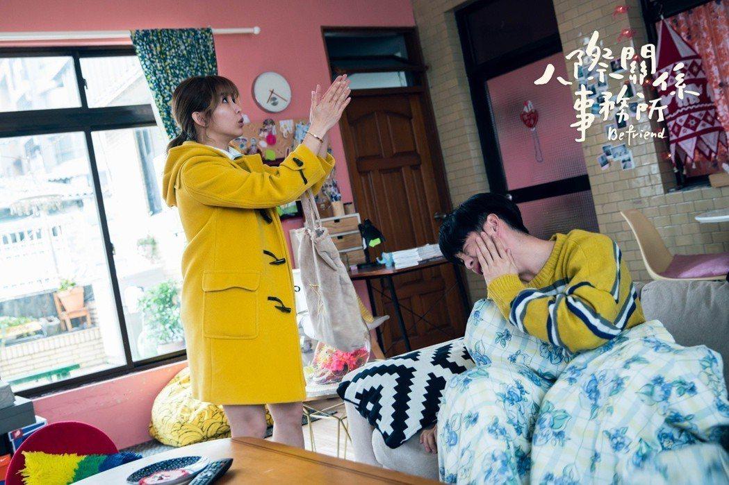 曹佑寧(右)劇中慘遭郭書瑤呼巴掌。圖/歐銻銻娛樂提供