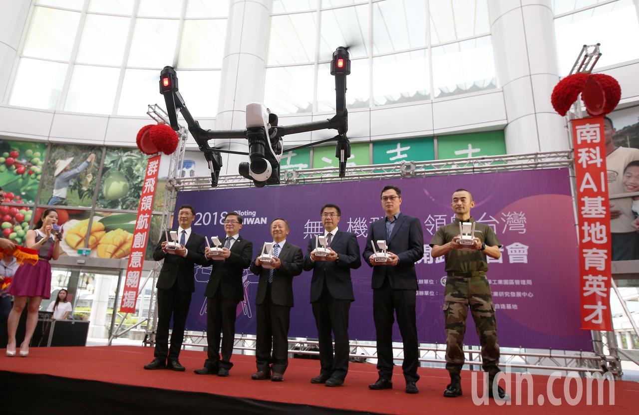 南科將第一次推出「Taiwan Drone 100」計畫,讓上百架無人機在天空揮...