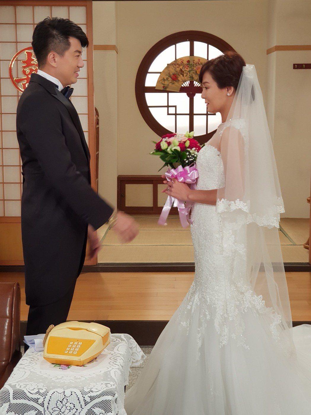 吳皓昇(左)、邱琦雯在「大時代」中經過苦戀終於步入禮堂。圖/民視提供