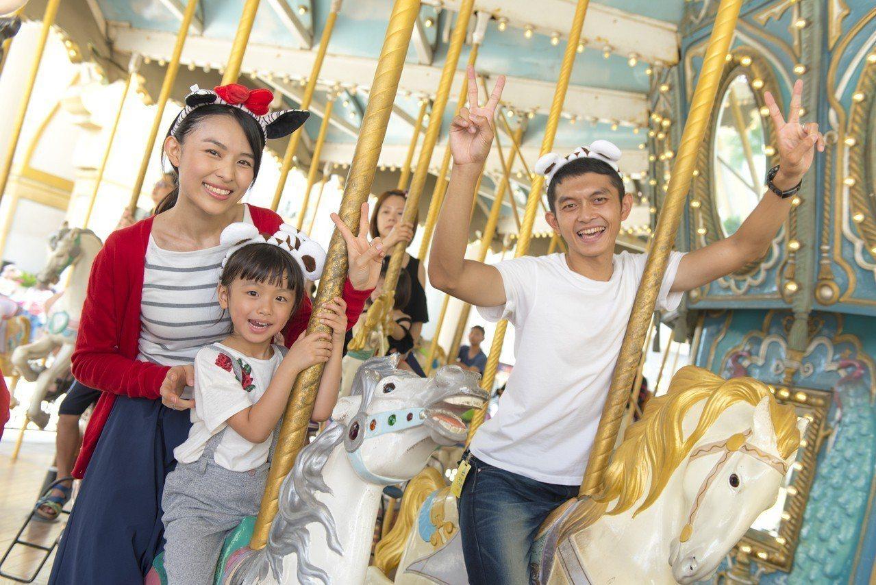 全家人共遊浪漫旋轉木馬「阿里巴巴與四十大盜」。圖/六福村提供